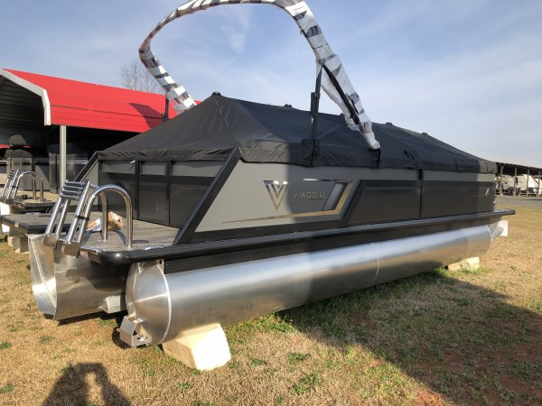 23' Diamante D23B Tritoon with Bar Charcoal/Black Fencing with Tan Interior