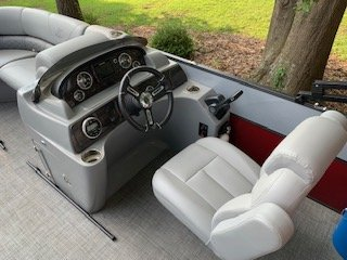 Be your own captain in this Super Tritoon Boat. Deluxe Recliner w/Slider Captain's Chair